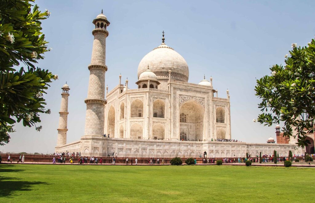 best historical places to visit in the world- taj maha;